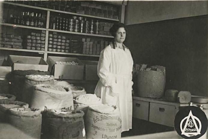 """P/K """"Estonia"""" piimaäri ja piimatööstuse kauplus (AM F   23743:35); Eesti Ajaloomuuseum; Faili nimi:F23743_035.jpg"""